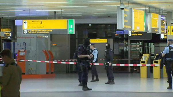 Kiürítették az amszterdami repülőtér egy részét egy gyanús csomag miatt