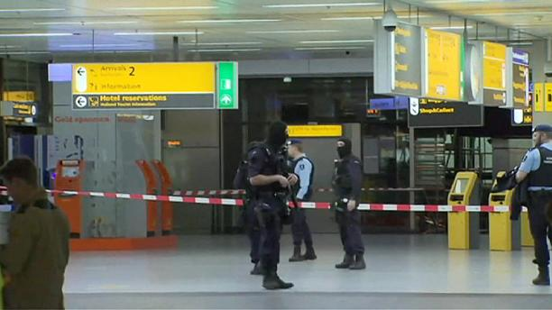 Schiphol Airport evacuated in bomb scare