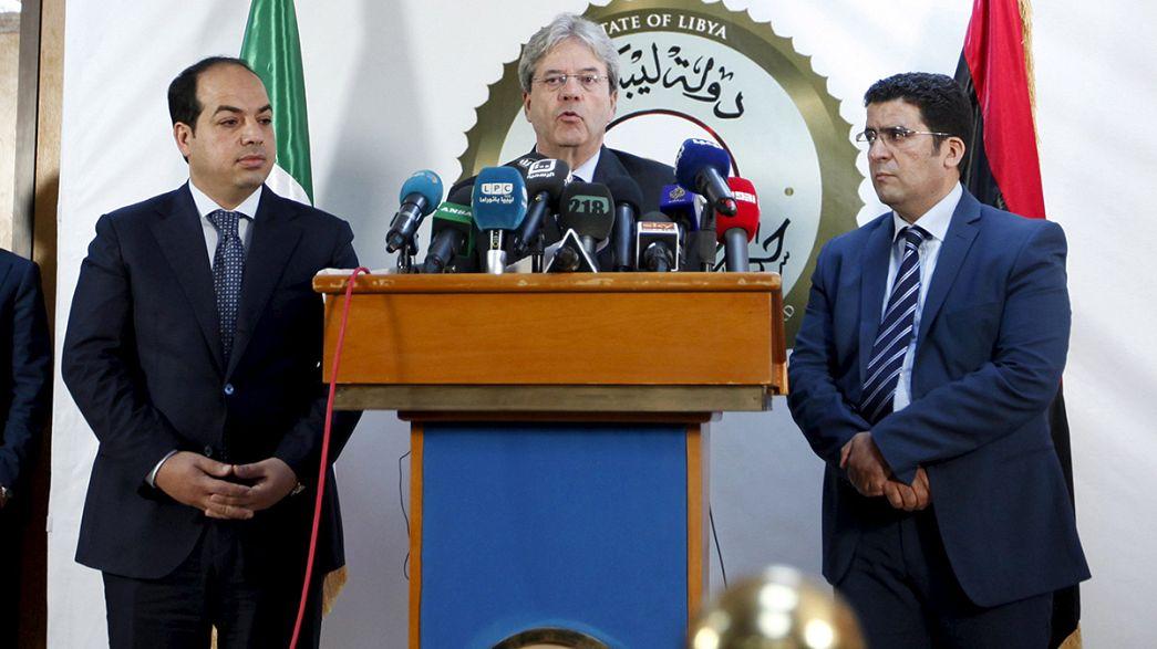 Il ministro degli esteri italiano Gentiloni, primo rappresentante estero in Libia dal premier Sarraj