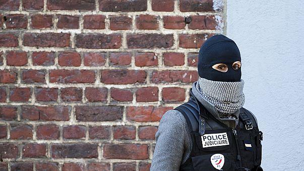 اعتقال 5 أشخاص في بلجيكا في قضيتيْ هجمات باريس وبروكسيل