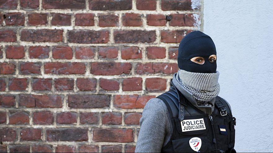 Razzien in Brüssel: mehrere Terror-Verdächtige festgenommen