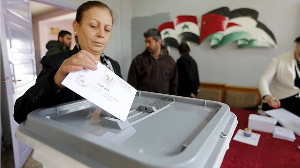 Syria: Polls and peace talks as fighting escalates