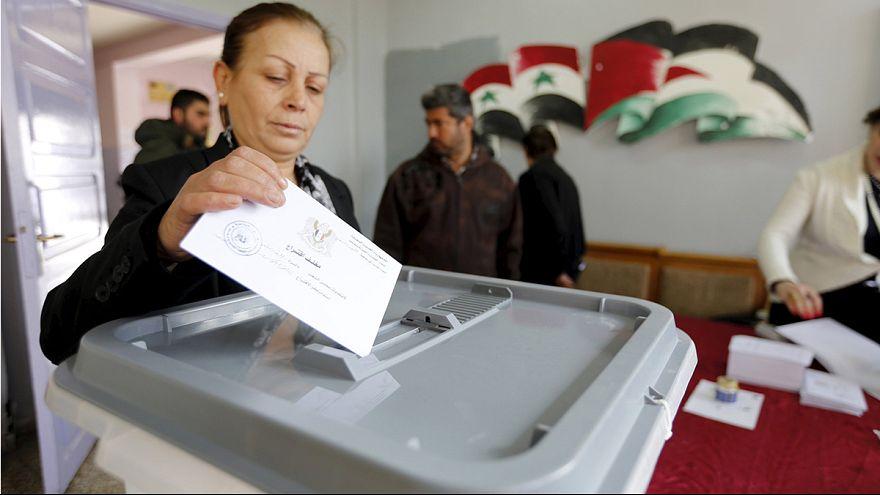 Siria celebra elecciones legislativas condenadas por la oposición presente en las conversaciones de Ginebra