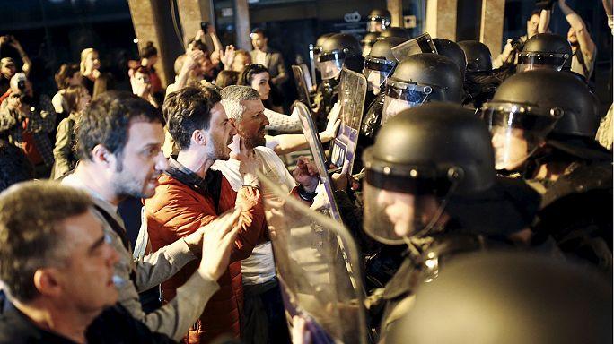 Makedonya'da halk dinleme skandalına karışanları affetmiyor