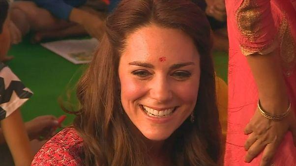 دیدار زوج سلطنتی بریتانیا با کودکان خیابانی هند