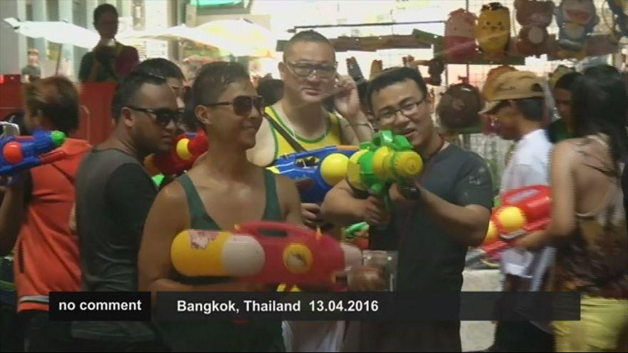 Thailand feiert wasserreiches Neujahrsfest trotz Dürre
