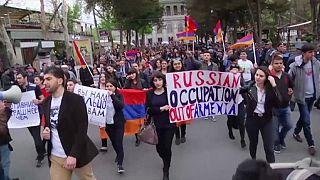 Konflikt um Berg-Karabach: Anti-russische Demonstration in Armenien