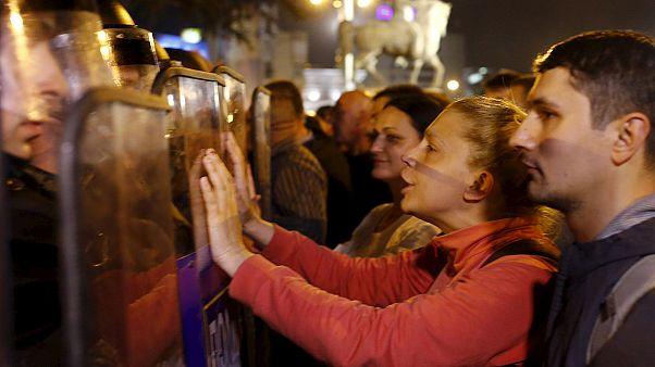 Manifestaciones en la República de Macedonia contra la decisión del presidente de anular las causas judiciales sobre el escándalo de las escuchas