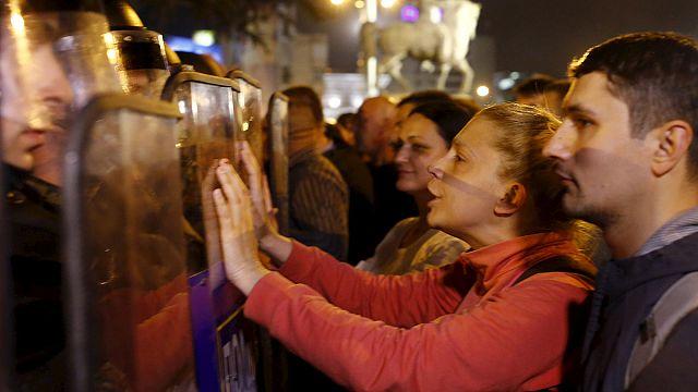 Скопье: демонстранты устроили погром в канцелярии президента