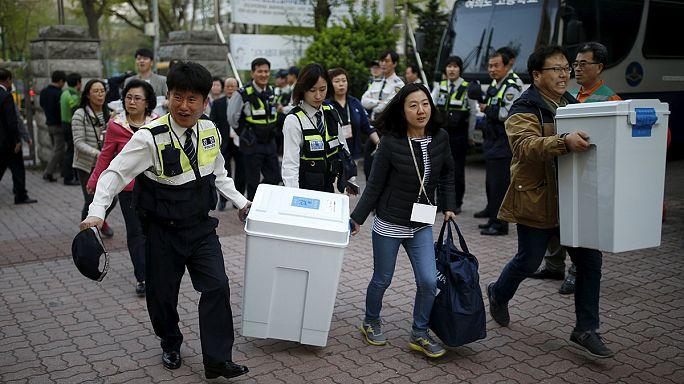 Megbüntették a szavazók a kormánypártot Dél-Koreában