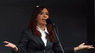 كيرشنر أمام القضاء بتهم فساد وأنصارها يحتشدون لدعمها