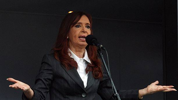 "Argentina: Kirchner in tribunale ""scortata"" da migliaia di sostenitori"