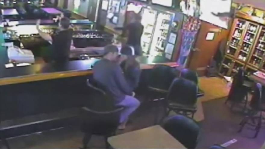Couple carry on kissing despite armed robbery