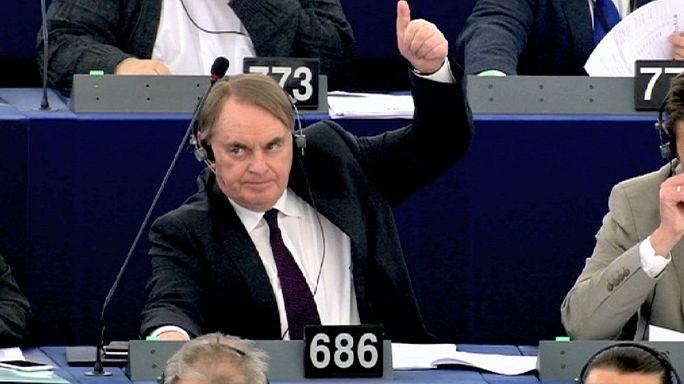 البرلمان الأوروبي يقِرُّ العمل بالسجل الأوروبي للبيانات الخاصة بالمسافرين