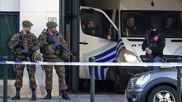 Brüksel'deki terör zanlıları hakim karşısına çıktı