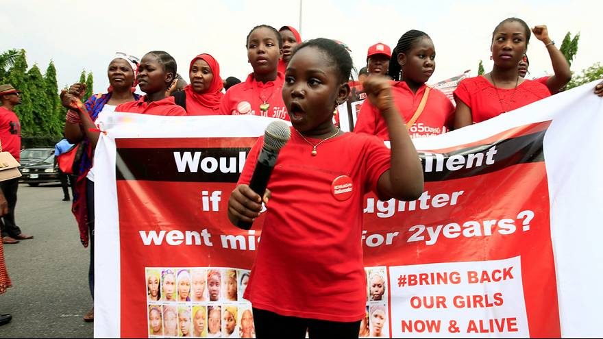 Boko Haram envía una presunta prueba de vida de las niñas de Chibok en el segundo aniversario de su secuestro