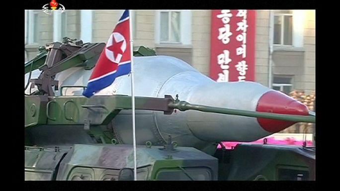 Észak-Korea: nemzeti ünnep sikertelen rakétakísérlettel