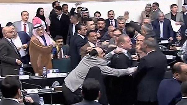 Irak meclisinde hükümet tartışmaları kavgaya dönüştü