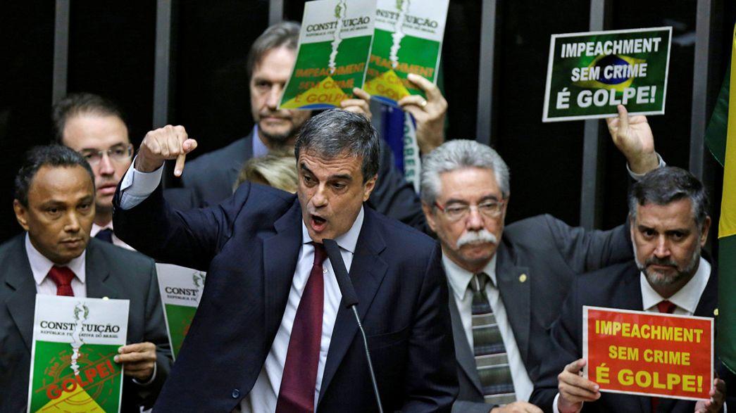 "Brasil: Dilma cancela discurso para evitar protestos em pleno debate do ""impeachment"""
