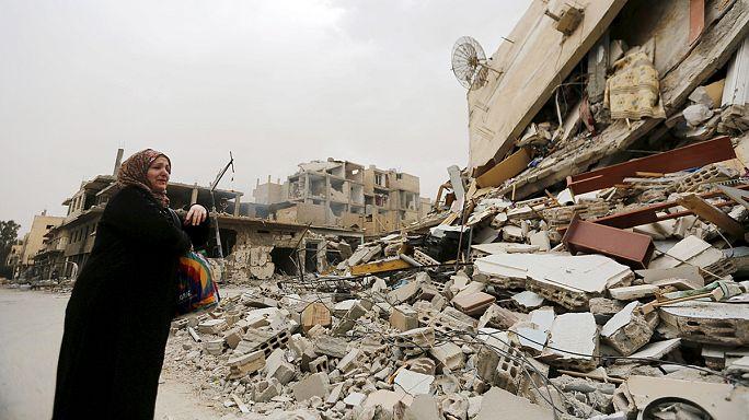 سكان تدمر يتفقدون بيوتهم وحاجياتهم دون البقاء فيها