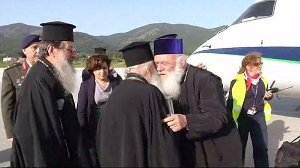 پاپ در جزیره لسبوس یونان با پناهجویان دیدار می کند