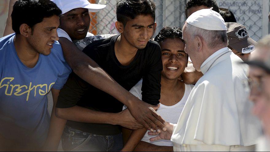 Il Papa in visita ai migranti di Lesbo, in Grecia