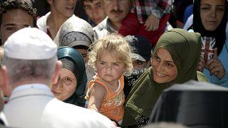 Papa Francis mültecilerle yüz yüze