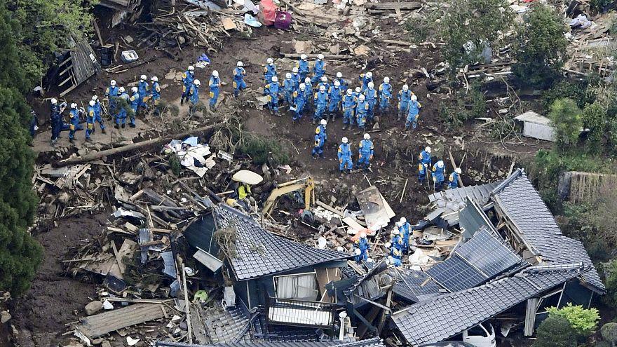 مقتل العشرات وإصابة أكثر من ألف وخمسمئة في هزة جديدة تضرب جنوب اليابان