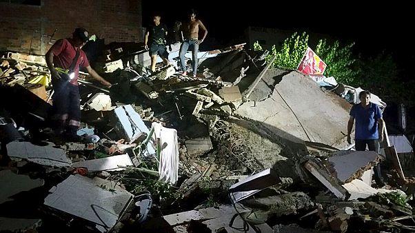 Un sismo de 7,8 grados en la costa de Ecuador provoca decenas de muertos