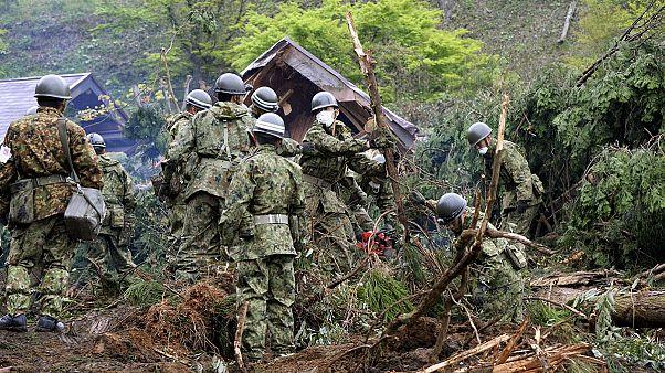 Nach Erdbeben in Japan: Rettungskräfte suchen nach Überlebenden