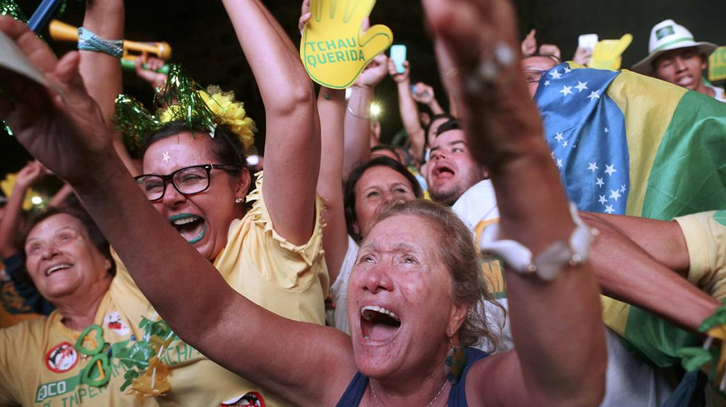 Brasil celebra início de processo que pode levar à destituição de Dilma Rousseff