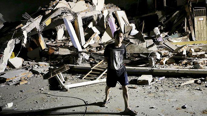 Эквадор: число жертв землетрясения растет