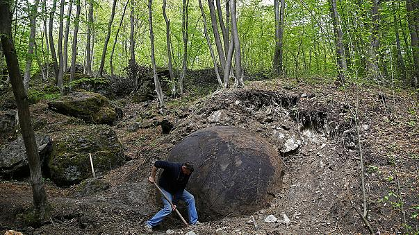 Bósnia: Esfera misteriosa descoberta numa floresta