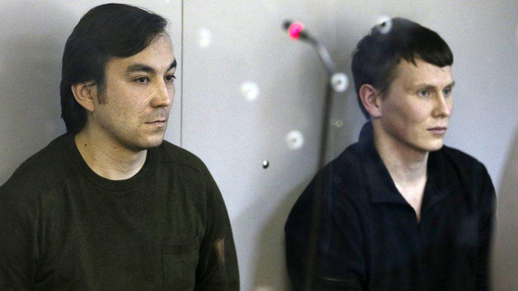 Tribunal da Ucrânia condena 2 recrutas russos, acusados de preparar um ato terrorista, a 14 anos de prisão.