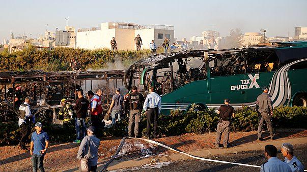 Israël : explosion et incendie dans deux bus à Jérusalem, au moins 15 blessés