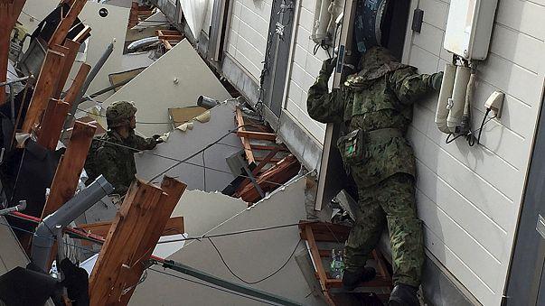 إستمرار عمليات البحث عن ناجين جراء زلزال اليابان
