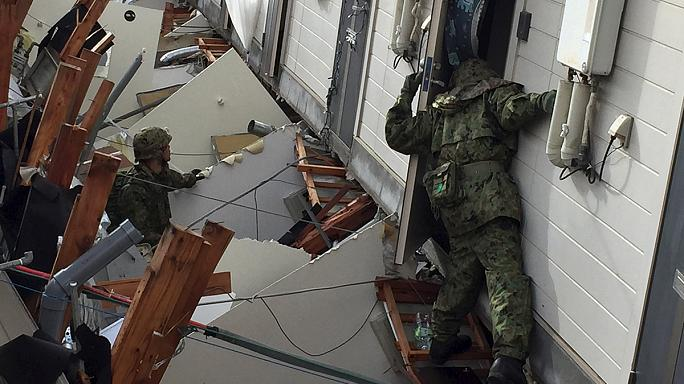 Depremin vurduğu Japonya'da kurtarma çalışmaları sürüyor