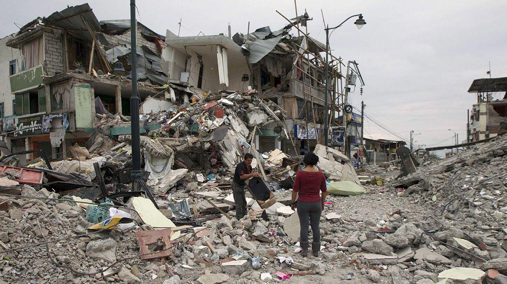 Sisma in Ecuador: almeno 350 vittime, si scava ancora tra le macerie
