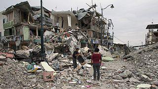 Ekvador'daki depremde ölenlerin sayısı yükseliyor