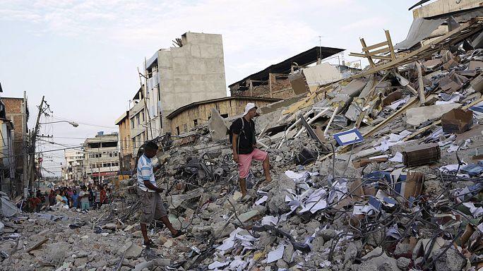 Több mint 400 áldozata van az ecuadori földrengésnek