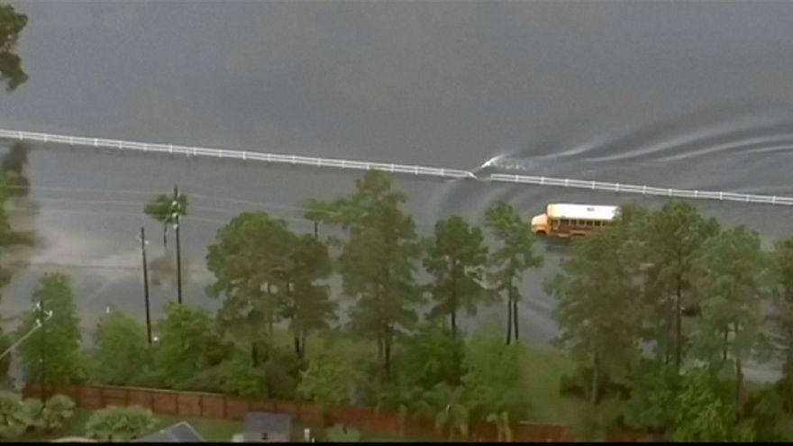 Houston submergée par les eaux, au moins 5 morts