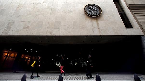 Argentina vuelve con éxito al mercado de bonos después de 15 años