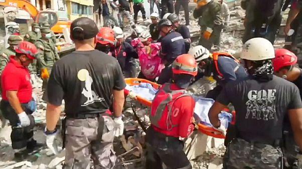 Séisme en Equateur : le bilan s'alourdit à 413 morts