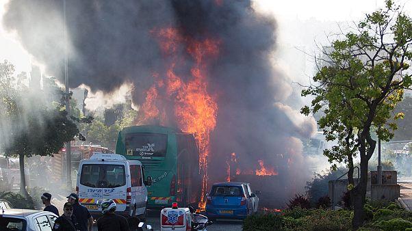 إسرائيل: الخوف يسود بعد تفجير الحافلة في القدس