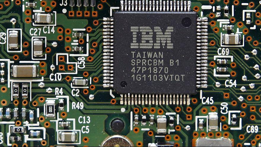 IBM, ancora in calo ricavi e profitti