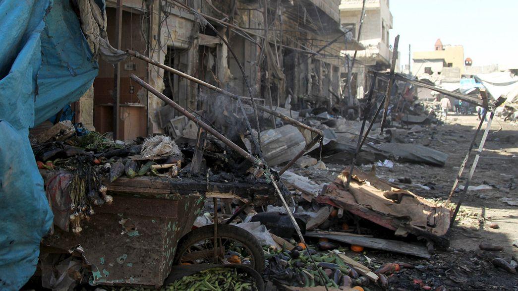 Siria: massacro in un mercato a Idlib, 35mila in fuga dalle linee del fronte