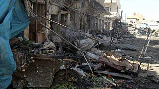 La aviación del régimen sirio bombardea un mercado en Idlib y mata a medio centenar de personas