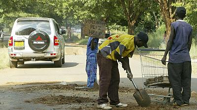 Zimbabweans lament lack of jobs 36 years after independence
