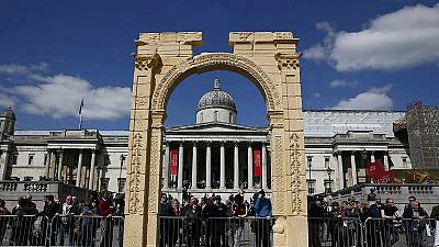 Palmyra arch replica goes on show in London