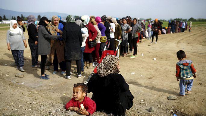 Elhagyhatják a táborok területét a menekültek Görögországban